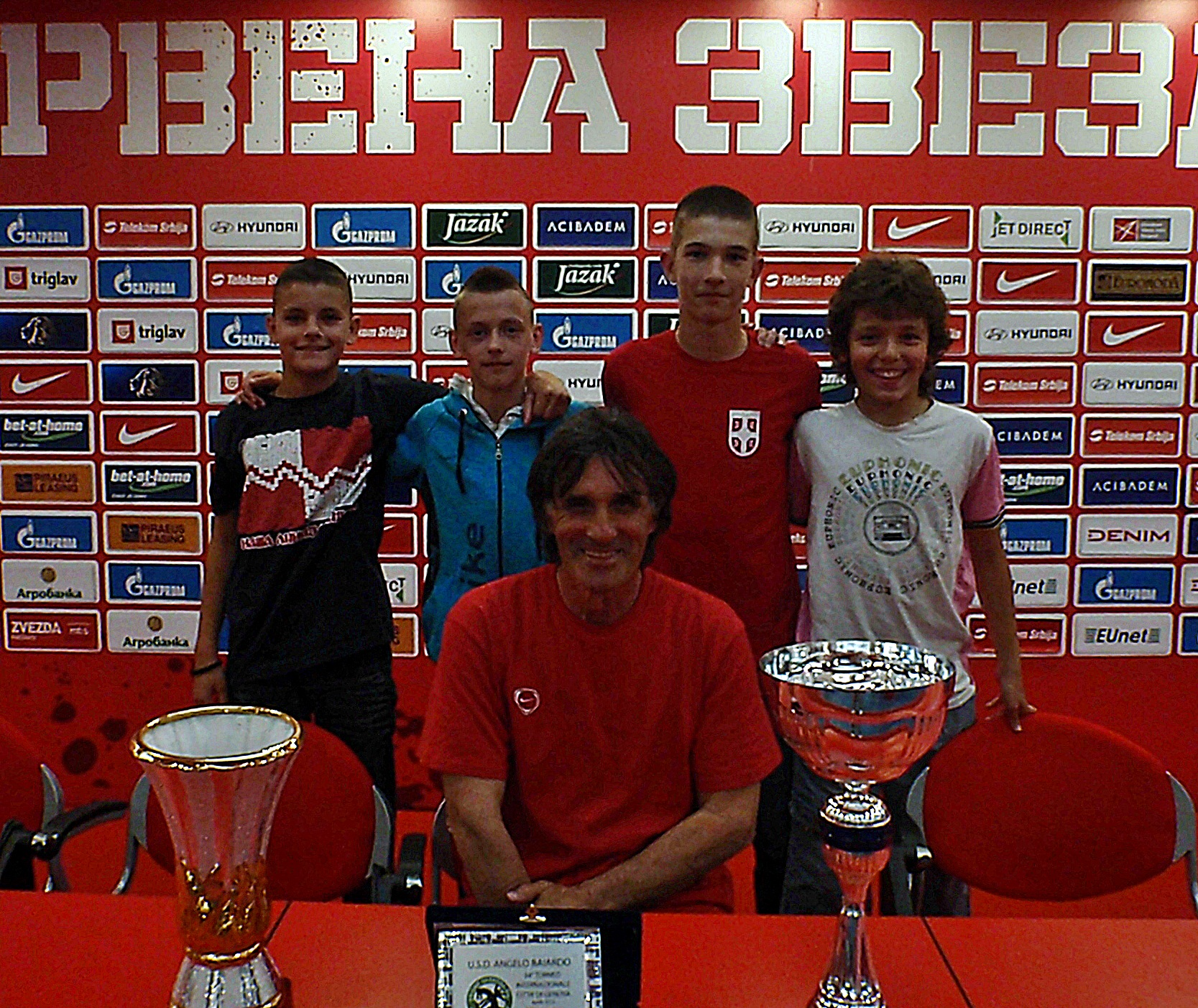 Тренер Благојевић са награђеним петлићима