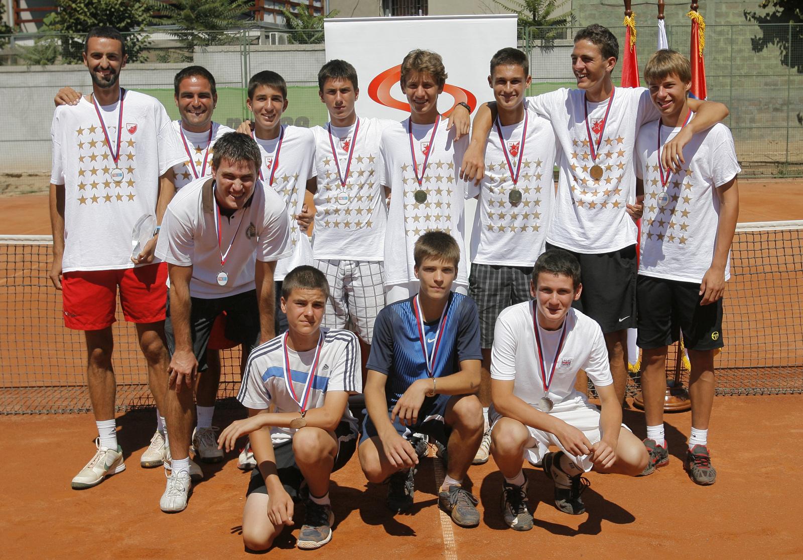 Grupna fotografija ucesnika finala