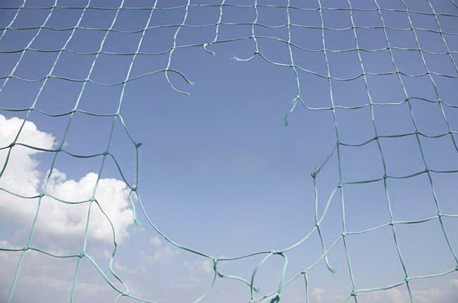 hole_in_soccer_net_600-03017281